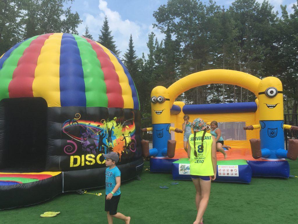 Les jeux gonflables parc aquatique atlantide for Camping belgique avec piscine