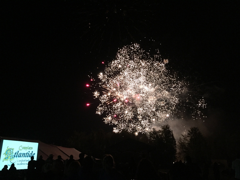 https://www.parc-aquatique.com/wp-content/uploads/2017/01/feu-artifice-camping-familial-complexe-atlantide.jpg