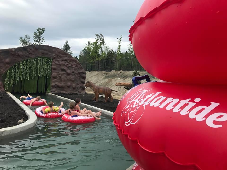 https://www.parc-aquatique.com/wp-content/uploads/2018/07/parc-aquatique-atlantide-riviere-sur-tubes-5.jpg